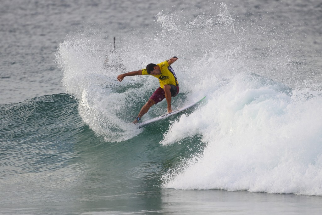 Adriano De Souza winning his Round 5 heat.